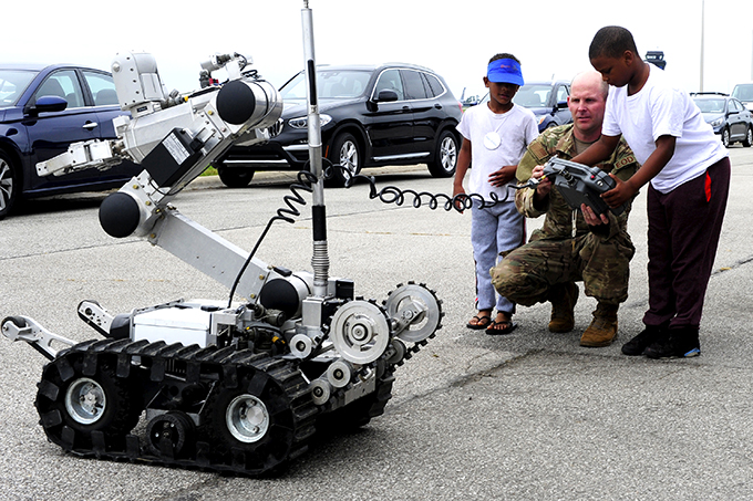 Make-A-Wish families enjoy time with Thunderbirds ahead of Grissom airshow